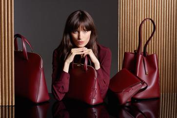 Cartier пополнил коллекцию женских аксессуаров.