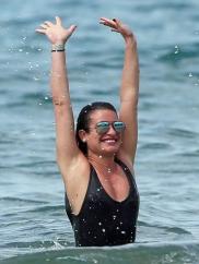 Lea Michele (Лиа Мишель) отдыхает на Гавайях.