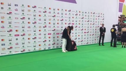 С Ани Лорак Пытались сорвать платье (фото-видео)