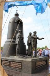 Монумент Андрею Тарковскому в Суздали