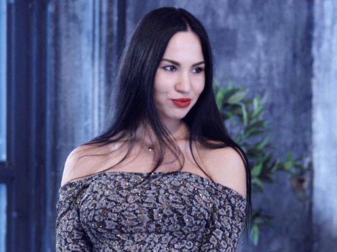 Голая Света Пермякова актриса видно её сиськи и киску