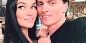 Алена Водонаева разводится?