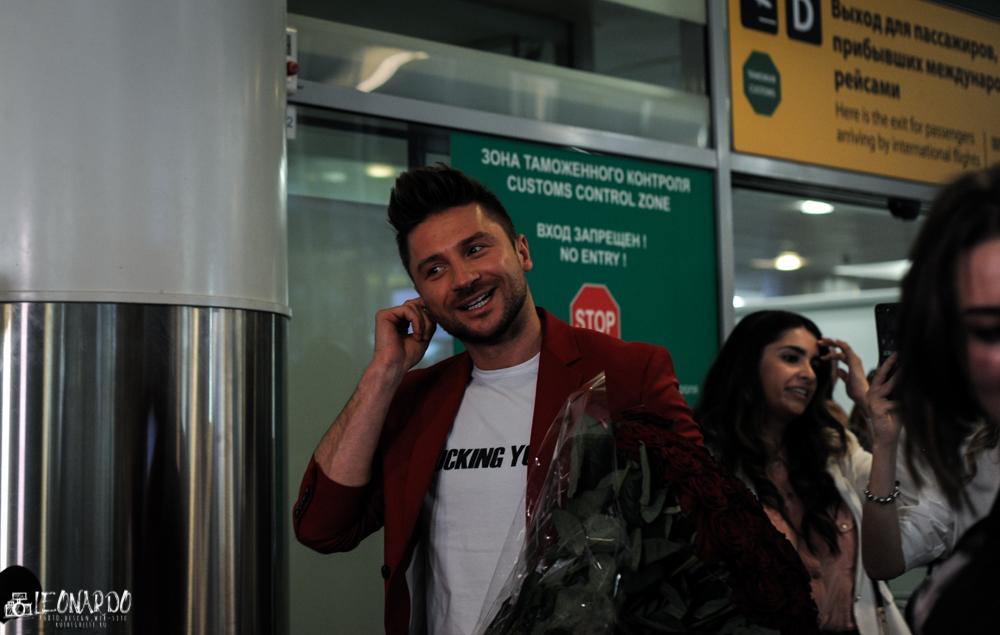 Сергей Лазарев возвращается из Тель-Авива в Москву Фототрансляция