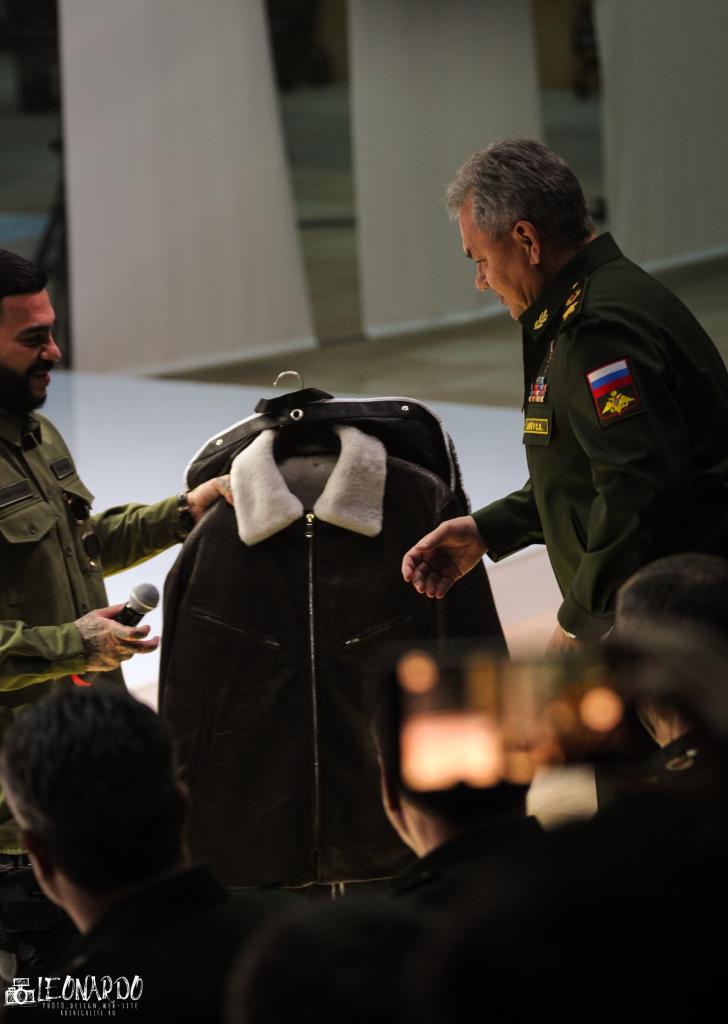 Тимати подарил куртку Министру Обороны РФ