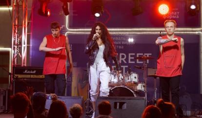Певица Egine поддержала первый Московский фестиваль уличных видов искусства STREET ART