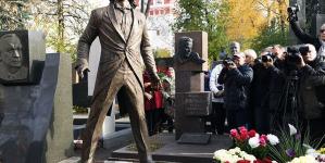 На Новодевичьем кладбище открыли памятник Хворостовскому