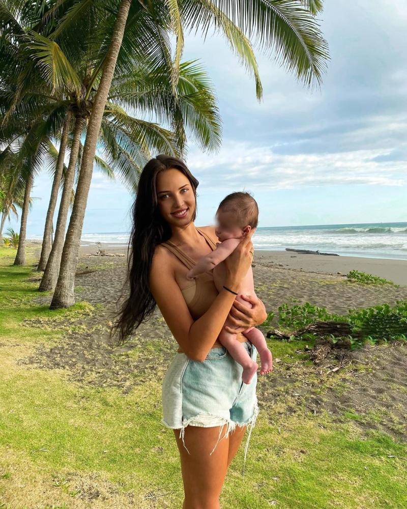 Анастасия Решетова на берегу океана отметила день рождения сына
