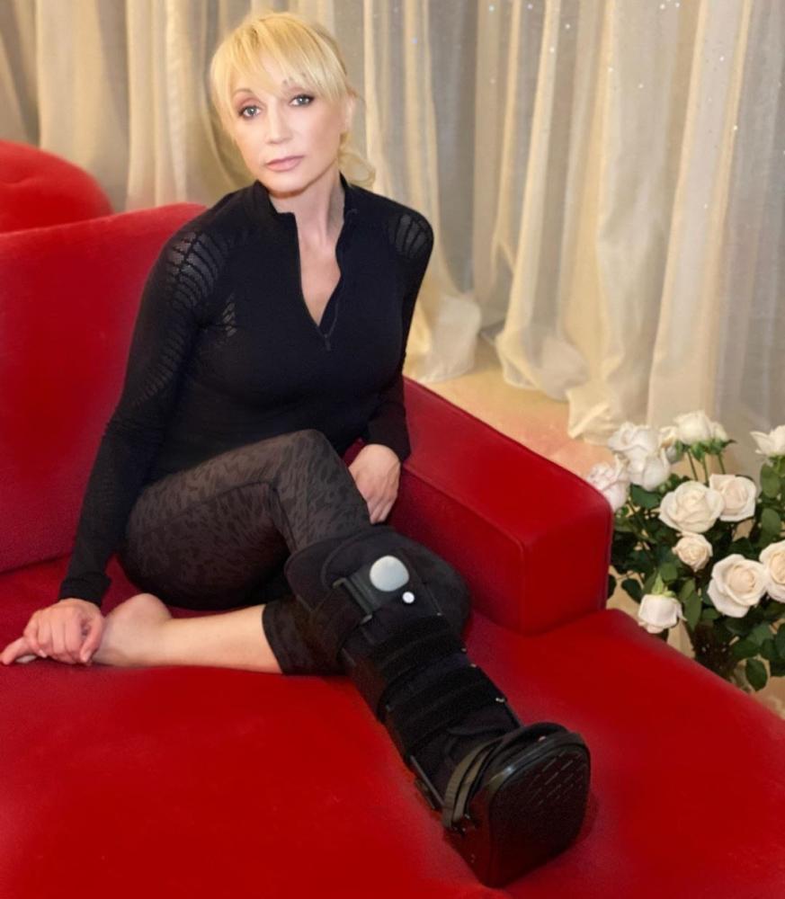 Кристина Орбакайте отменила концерты из-за перелома ноги