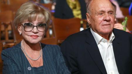 Меньшов не планировал снимать Алентову в «Москва слезам не верит»