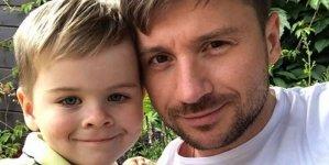 Сын Лазарева трогательно поздравил отца с 23 февраля
